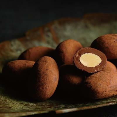 ココアコートアーモンドチョコレート