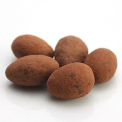 ホワイトココアアーモンドチョコレート